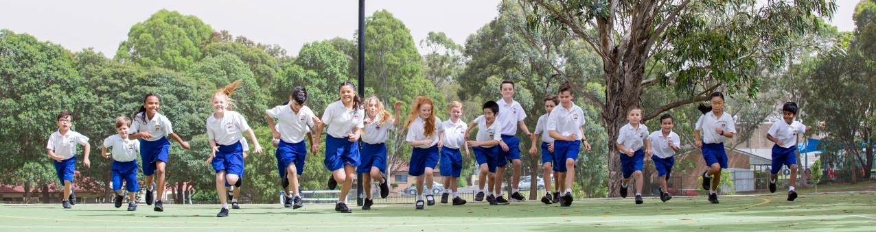 students running across the netball court